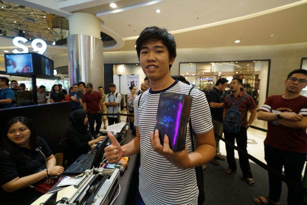 Pembeli Samsung Galaxy S9+ pertama